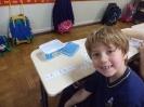 1º ano A brincando e aprendendo com as peças do tangran e alfabeto móvel!